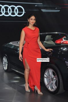 Ileana D'cruz Snapped At The launch of new generation family in India Bollywood Actress Hot Photos, Indian Bollywood Actress, Beautiful Bollywood Actress, Most Beautiful Indian Actress, Indian Actresses, Hot Actresses, Bollywood Fashion, Actress Photos, Beautiful Actresses