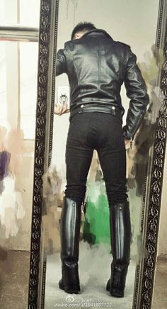 Leather jackets are a vital component to every man's set of clothes. Men have to have jackets for a variety of functions and several varying weather conditions Men's Equestrian, Equestrian Outfits, Equestrian Fashion, Leather Men, Leather Boots, Leather Jackets, Biker Leather, Custom Leather, Herren Outfit