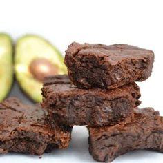 Deliciously Rich Avocado Brownies - One Hungry Bunny A simple and healthy recipe for avocado brownies replacing butter with heart-healthy fats! Try this for your next party or fun night in with the family! Avocado Dessert, Avocado Cake, Healthy Desserts, Dessert Recipes, Healthy Fats, Healthy Avocado Recipes, Healthy Life, Avocado Ideas, Avocado Brownies
