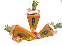 eine Mohrrübe als Geschenkverpackung für Ostern