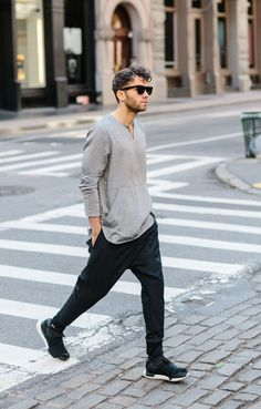 Relaxed street style look in New York.