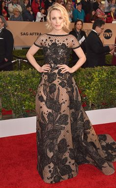 2016 SAG Awards: Rachel McAdams is lovely in a black sheer lace floral design gown. I love the floral design. Of course I adore Elie Saab's creations!