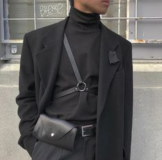 Mens Minimalist Fashion - My Minimalist Living Black Turtleneck Outfit, Black Outfit Men, Turtleneck Style, Korean Fashion Men, Mens Fashion, Street Fashion, High Fashion, Goth Chic, Parisian Chic Style