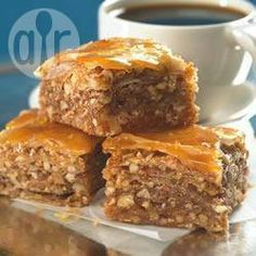 The Arabic Food Recipes kitchen (The Home of Delicious Arabic Food Recipes) invites you to try Easy Baklava Recipe. Greek Desserts, Greek Recipes, Layered Desserts, Best Baklava Recipe, Middle Eastern Desserts, Eastern Cuisine, Lebanese Recipes, Serbian Recipes, Food Cakes