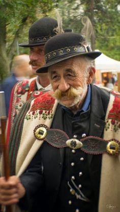 Juhászok cifraszűrben.. Folk Costume, Costumes, East Of Eden, Hungarian Embroidery, Folk Clothing, Folk Dance, Budapest Hungary, My Heritage, Eastern Europe