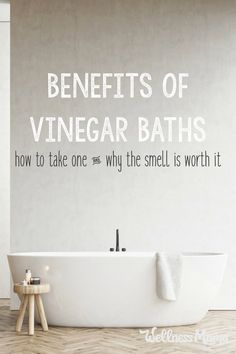 There are many benefits to taking vinegar baths. Vinegar helps naturally balance the skins pH, softens skin and helps kill any yeast. Natural Home Remedies, Natural Healing, Herbal Remedies, Health Remedies, Healing Herbs, Bath Benefits, Wellness Mama, Holistic Wellness, Tomato Nutrition