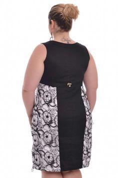Vestido 3D Flower. Vestido sem mangas com recortes laterais em tule vazado com alto relevo (mais conhecido como tecido 3D), este tipo de recorte ajuda à acentuar e valorizar a silhueta da mulher plus. Peça fina e de bom gosto.