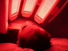 How Does Red Light Therapy Work On The Skin? Aesthetic Clinic, Red Led Lights, Red Light Therapy, Massage, Brown Highlights, Love Your Skin, Dark Skin Tone, Trendy Hairstyles, New Hair