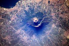 Mount Vesuvius certainly looks imposing from space, but the city of Naples around it doesn't seem too impressed / La prestance du Vésuve n'a pas l'air d'impressionner les villes voisines... Pompéi est quelque part sur la photo!  #ESA #astronaut #view #vesuvius #pompeii #naples #italy #earth #earthpics #earthphotography #earthfromabove #earthfromspace #space #instaspace #ISS #expedition50 #mission #proxima