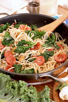 A simple Kale pasta recipe that is deliciously healthy and a breeze to make. Made flavorful with loads of garlic, grated Parmesan, and slices of Hungarian sausages. A complete meal in one easy dish! We went out of town last Recipes Using Pork, Tofu Recipes, Super Healthy Recipes, Healthy Foods To Eat, Pasta Recipes, Recipes With Kale, Brats Recipes, Pasta Meals, Pasta Dishes