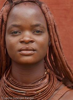 Himba women of Namibia are famous for smearing themselves with a fragrant mixture of ochre, butter and bush herbs, which dyes their skin a burnt-orange hue. African Girl, African Beauty, African Women, Black Is Beautiful, Beautiful People, Beautiful Women, Simply Beautiful, We Are The World, People Around The World