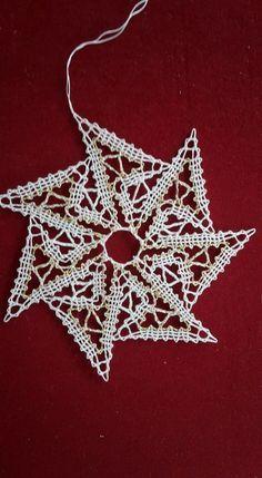 Crochet Christmas Ornaments, Crochet Snowflakes, Bobbin Lacemaking, Lace Art, Bobbin Lace Patterns, Lace Jewelry, Needle Lace, Lace Making, Needle Felting