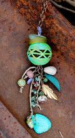 Wouldn't this make a sweet little garden totem? Maybe in a fairy garden? Ahhh.  Tutorial. Browse the Design Gallery - Lima Beads