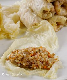 preparare sarmale de post cu ciuperci Spanakopita, Romania, Bacon, Vegetarian, Meat, Chicken, Ethnic Recipes, Desserts, Food