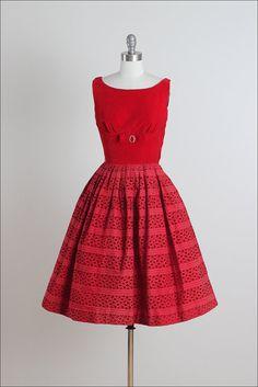 Cerezas Jubilee. vestido vintage de los años por millstreetvintage