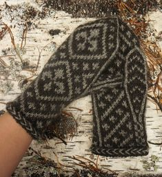 Knitting Socks, Knit Socks, Fingerless Gloves, Arm Warmers, Mittens, Knitting Patterns, Crochet, Creative, Inspiration