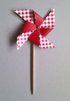 Es un molo K Crafts, Arts And Crafts, Paper Crafts, Origami, Pinwheel Tutorial, Diy For Kids, Crafts For Kids, Farm Animal Cakes, Operation Christmas Child