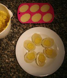 Wer früher gerne ostdeutsch gekocht hat und Eier mit Senfsoße vermisst, kann sie jetzt ganz einfach nachbauen und damit andere Veganer überraschen!