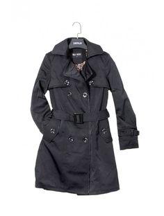 Dámsky trendový kabát v elegantnom modernom strihu. Kabát Carlini je z kvalitného a pohodlného materiálu - skvelý výber do každého šatníku.