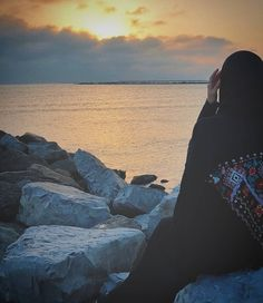 Arab Girls Hijab, Muslim Girls, Muslim Couples, Beautiful Muslim Women, Beautiful Hijab, Beautiful Hands, Stylish Hijab, Profile Pictures Instagram, Muslim Women Fashion