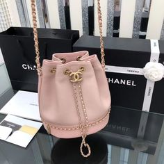 Chanel 2019 new woman drawstring bucket bag chain shoulder bags pink Hannah Burberry Handbags, Chanel Handbags, Fashion Handbags, Purses And Handbags, Fashion Bags, Chanel Bags, Chanel Chanel, Cheap Handbags, Handbags Online