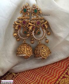 Spectacular Antique Earrings Designs & Where To Shop Them antike Ohrringe Designs Gold Jhumka Earrings, Indian Jewelry Earrings, Jewelry Design Earrings, Gold Earrings Designs, Indian Wedding Jewelry, Gold Jewellery Design, Antique Earrings, Bridal Jewelry, Gold Jewelry