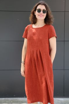 Meet our latest pattern – the Milenda Dress! This simple, classic pull-on dress features short sleeves and pockets. The stitched-down pleats (on both front and back) release into the skirt for a relaxed, casual and comfortable style. Linen Dress Pattern, Tunic Dress Patterns, Simple Dress Pattern, Summer Dress Patterns, Tunic Pattern, Clothing Patterns, Pattern Sewing, Shift Dress Pattern, Dresses For Teens