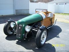 While i would not attempt to build a wood body trike , i did find the engine placement interesting in this one. I would like to know more about it if anyone has more info on it. Custom Trikes, Custom Cars, Tricycle, Morgan Cars, Electric Trike, Reverse Trike, Trike Motorcycle, Vintage Sports Cars, Boat Design