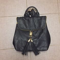 Find all sorts of ads from seller Fashionqueen H on Close5