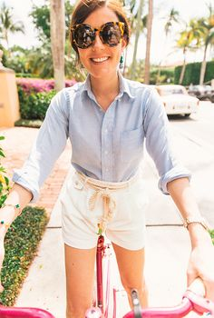 Sarah Vickers wears #Polo white linen shorts with braided rope belt.