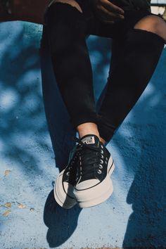 Converse Chuck Taylor All Star Lift, zapatillas Mode Converse, Outfits With Converse, Converse Shoes, Casual Sneakers, Sneakers Fashion, Fashion Shoes, Platform Converse, Platform Sneakers, All Star Outfit
