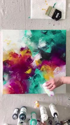 Artist Painting, Diy Painting, Acrylic Abstract Painting Techniques, Diy Abstract Art, Bright Abstract Art, Canvas Painting Tutorials, Acrylic Painting For Beginners, Contemporary Abstract Art, Pour Painting