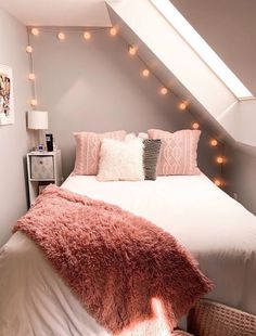 Vsco create discover and connect teen room decor ideas connect create discover vsco Girl Bedroom Designs, Room Ideas Bedroom, Small Room Bedroom, Master Bedroom, Bedroom Inspo, Teen Room Designs, Bedroom Themes, Design Bedroom, Bed Room