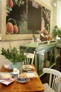 Virtual Tour of Tearoom - Crabtree & Evelyn