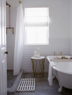 Kleine Badezimmer: Ablage in Badewanne