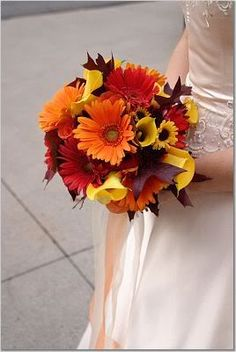 Even when you choose a light color bouquet, you can still add several elements to make a fall appearance. Add some berries like hypericum and viburnum, grasses, or even leaves of maple and oak trees. You can also use ribbons in shades of orange, dark red, or brown to add a texture to your fall wedding bouquets.