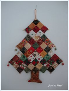 "Fleur-de-Patch's articles tagged ""patchwork"" - FLEUR DE PATCH - Skyrock.com: no pattern/tutorial, but really? is one needed for this awesome patchwork Christmas tree hanging? How about making it with square yo yos? Hmmmmmm!"