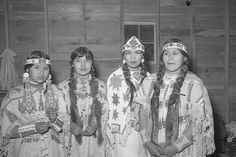 White Wolf : Rare Photos Show The Fascinating Beauty Of The Yakama Native Women Native American Wisdom, Native American Beauty, Native American Tribes, Native American History, Native Americans, American Symbols, Photos Rares, Indian Heritage, White Wolf