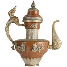 Vintage Silver And Copper Tea Pot (2,860 CNY) ❤ liked on Polyvore featuring home, kitchen & dining, teapots, coffee & tea service, silver teapot, vintage tea pots, tea pot, silver tea pot and copper teapot
