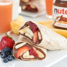 Consider this fruit burrito with Nutella® a wrap on your hunger pains. Add granola too Breakfast Recipes, Snack Recipes, Dessert Recipes, Cooking Recipes, Nutella Sandwich, Fruit Sandwich, Healthy Desserts, Crepes, Smoothie Recipes