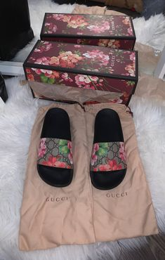 Gucci slides<br> Great condition Gucci slides only worn once with packaging, wrapping and box everything. Dr Shoes, Nike Air Shoes, Hype Shoes, Gucci Shoes, Me Too Shoes, Gucci Loafers, Gucci Sneakers, Gucci Gucci, Sneakers Women