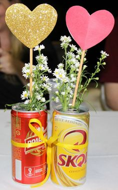 Here are 16 awesome ideas for diy Christmas decorations. Some of the material I got from a dollar tree store. Italian Party Decorations, Ideas Decoracion Cumpleaños, Christmas Diy, Christmas Decorations, Happy New Home, 30th Party, Small Space Interior Design, Pop Cans, Dollar Tree Store