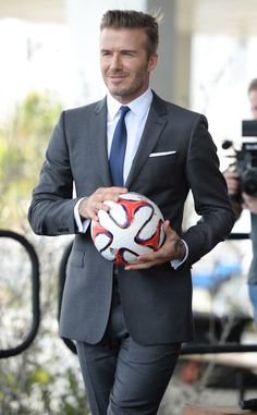 David Beckham in Burberry - Major League Soccer Franchise Press Conference David Beckham Terno, Estilo David Beckham, David Beckham Suit, David Beckham Style, David E Victoria Beckham, Victoria And David, Sharp Dressed Man, Well Dressed Men, Gorgeous Men