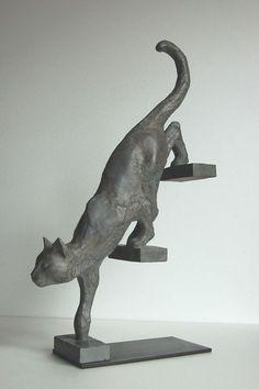 Chat descendant l'escalier | Bernard Vié sculpteur : sculpture monumentale - Bernard Vié sculptor : sculpture