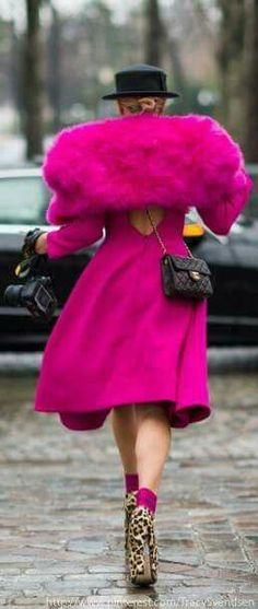 Then I thought well, maybe it is a coat dress. It is a coat dress. In Extreme-Pink! Magenta, Pink Purple, Pink Love, Pretty In Pink, Rosa Style, Mini Robes, Fru Fru, Street Style Blog, Everything Pink