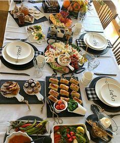 Breakfast Presentation, Food Presentation, Turkish Breakfast, Breakfast Time, Breakfast Table Setting, Food Platters, Food Decoration, Deco Table, Diy Food