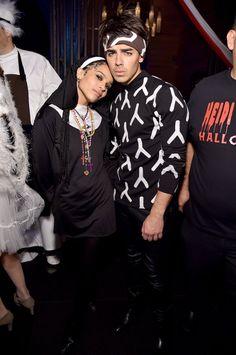 Pin for Later: Holt euch bei den Stars Inspiration für euer Halloween-Kostüm Zoë Kravitz und Joe Jonas als Nonne und Derek Zoolander