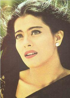 Kajol old is gold (She's not old. She's ageless and timeless beauty. Kuch Kuch Hota Hai, Bollywood Stars, Bollywood Fashion, Kajol Saree, Shahrukh Khan And Kajol, Bollywood Pictures, Indian Star, Hindi Actress, Vintage Bollywood