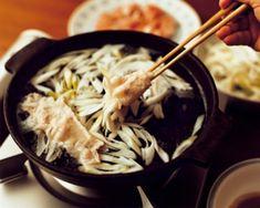 【レシピ公開】デトックス効果絶大! 〈絶品昆布だれ〉でおなかすっきり【オレンジページnet】プロに教わる簡単おいしい献立レシピ Orange, Pork, Meat, Ethnic Recipes, Kale Stir Fry, Pork Chops