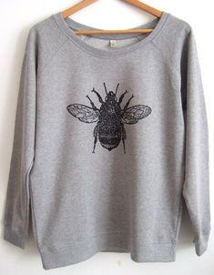 Bumble Bee Womens light grey raglan sweatshirt organic cotton Save The Bee print Grunge Look, 90s Grunge, Grunge Style, Soft Grunge, Tokyo Street Fashion, Sweatshirt Outfit, Style Pastel, Pastel Goth, Outfits Hombre